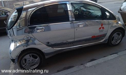 Электромобиль Mitsubishi i MiEV на улицах Москвы